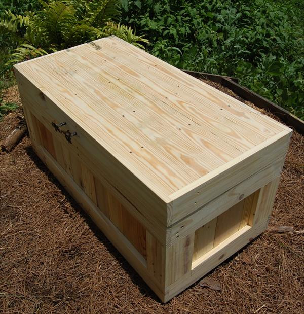 Best ideas about DIY Wood Chest Plans . Save or Pin DIY Pallet Wood Chest Coffee Table Now.