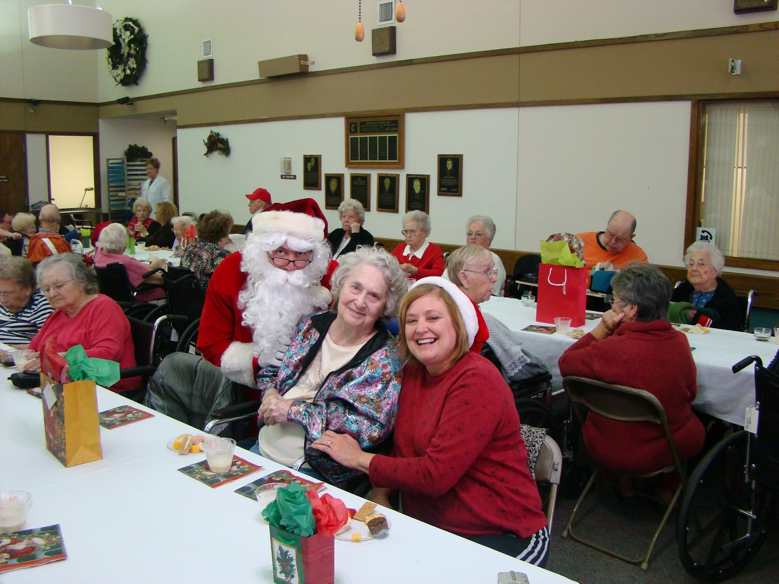 Best ideas about Elder Gift Ideas . Save or Pin Caring for Mom Christmas Gift Ideas for the Elderly Now.