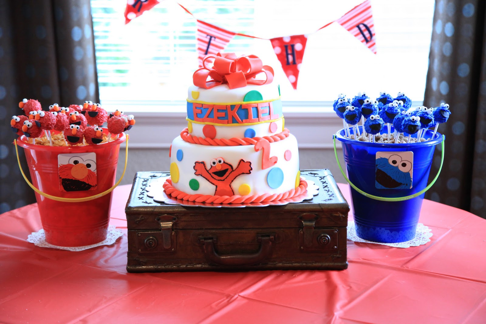 Best ideas about Elmo Birthday Decorations . Save or Pin vintage pretty Elmo Birthday Party Now.