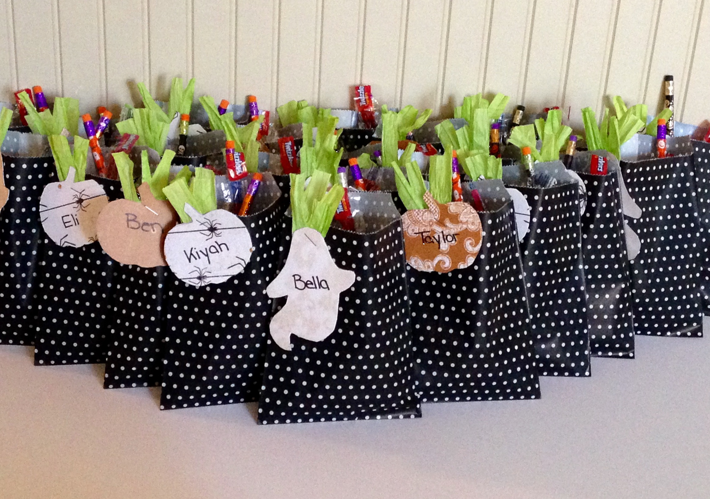 Best ideas about Gift Bags Ideas . Save or Pin Quick Halloween Treat Bags Now.