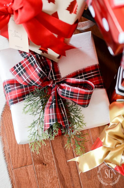 Best ideas about Gift Wrapping Ideas Ribbon . Save or Pin 1633 best images about Wrap Ribbon Tags and Bags on Now.