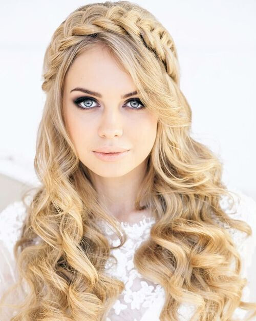 Best ideas about Hairstyles With Headbands For Long Hair . Save or Pin 22 Flattering Hairstyles for Round Faces Pretty Designs Now.