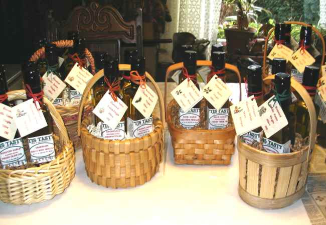 Best ideas about Inexpensive Gift Baskets Ideas . Save or Pin Ideas For Cheap Christmas Gift Baskets How To Make Now.