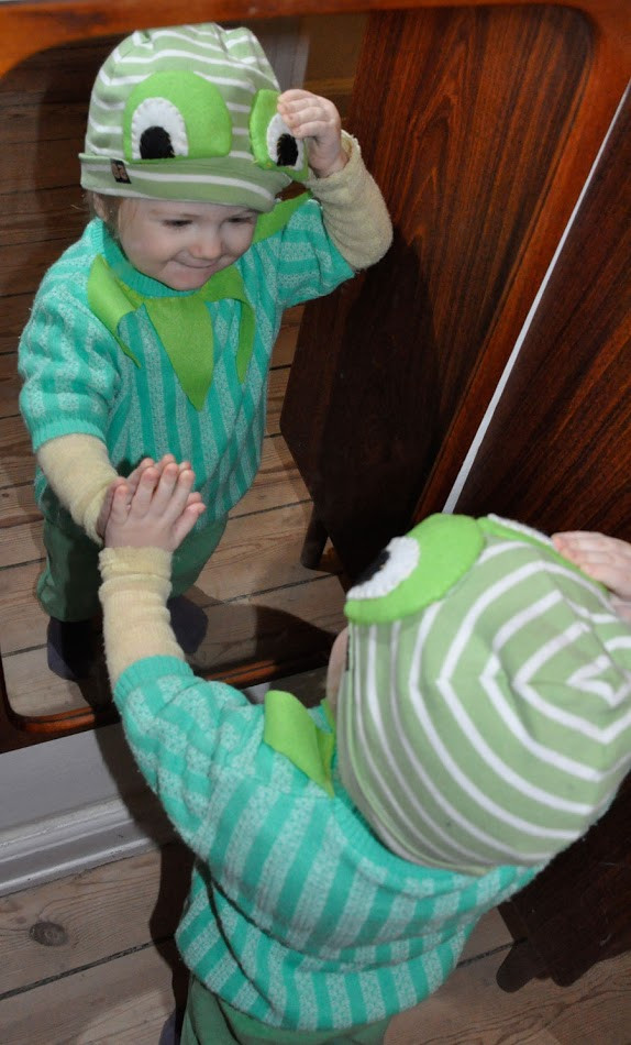 Best ideas about Kermit The Frog Costume DIY . Save or Pin CARPE ITEM februar 2012 Now.
