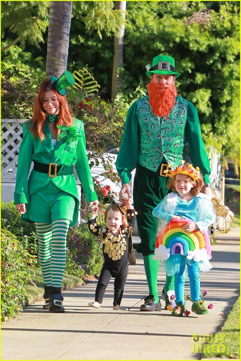 Best ideas about Leprechaun Costume DIY . Save or Pin Alyson Hannigan & Family Leprechaun Hallowen Costume 2013 Now.