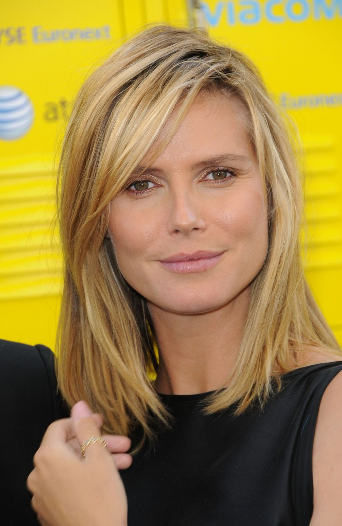 Best ideas about Medium Length Hairstyles Straight . Save or Pin Are You Looking Latest Hairstyles This Popular Site Now.
