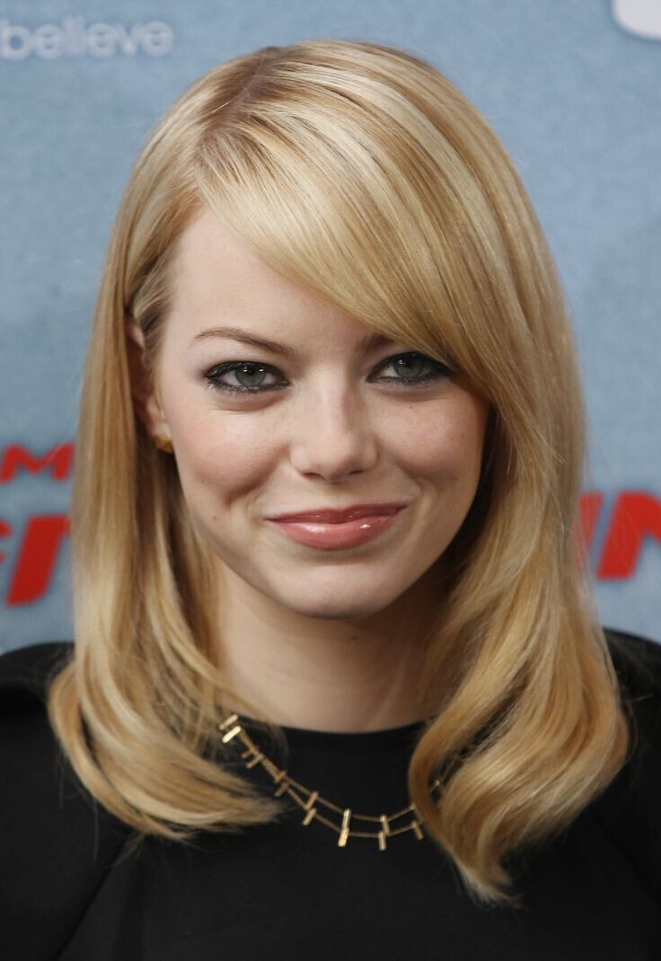 Best ideas about Medium Straight Haircuts . Save or Pin 22 Flattering Hairstyles for Round Faces Pretty Designs Now.