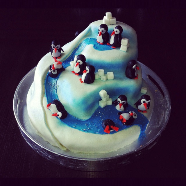 Best ideas about Penguins Birthday Cake . Save or Pin 78 Best images about Cake Penguin on Pinterest Now.