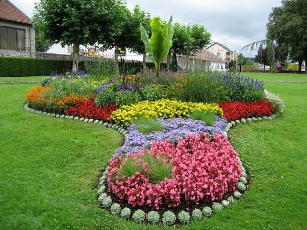Best ideas about Perennial Garden Ideas . Save or Pin 33 Beautiful Flower Beds Adding Bright Centerpieces to Now.