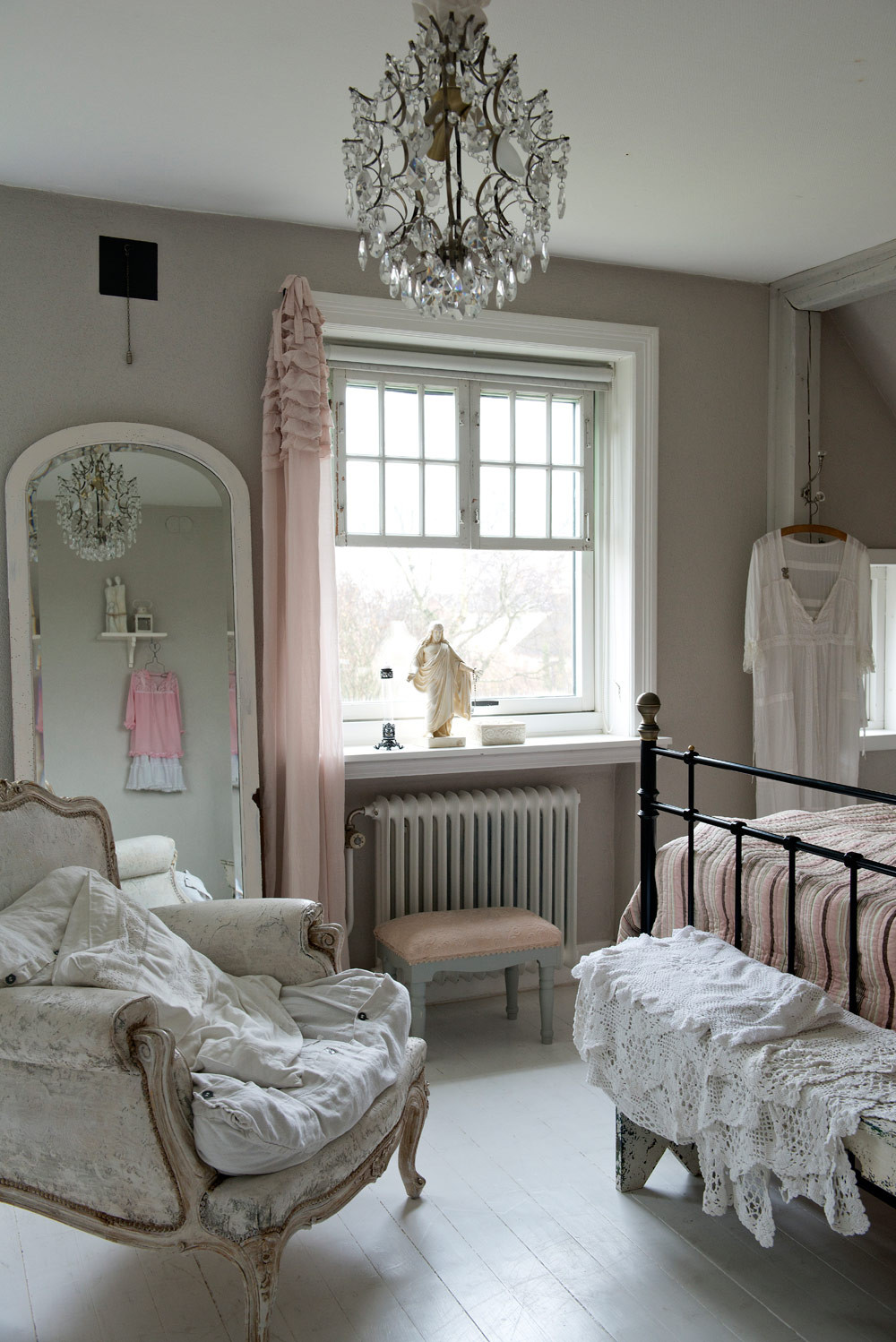 Best ideas about Shabby Chic Room . Save or Pin Gin Design Room Shabby Chic Inspiration Now.