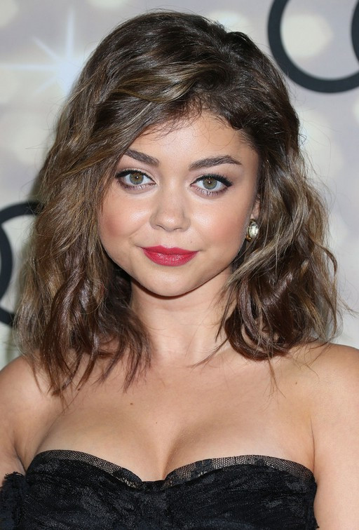 Best ideas about Wavy Medium Hairstyle . Save or Pin Sarah Hyland Messy Medium Wavy Hairstyle with Bangs Now.