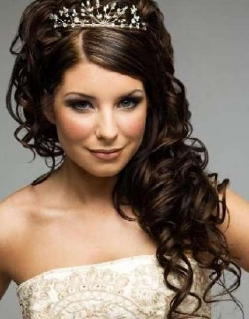 Best ideas about Wedding Curly Hairstyles . Save or Pin 11 Awesome And Romantic Curly Wedding Hairstyles Awesome 11 Now.