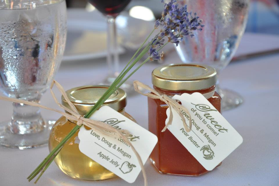 Best ideas about Wedding Guest Gift Ideas Cheap . Save or Pin Cheap Wedding Gifts For Guests Ideas Now.