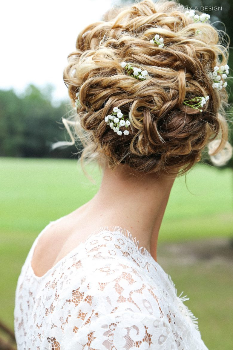 Best ideas about Wedding Hairstyles For Naturally Curly Hair . Save or Pin 33 Modern Curly Hairstyles That Will Slay on Your Wedding Now.