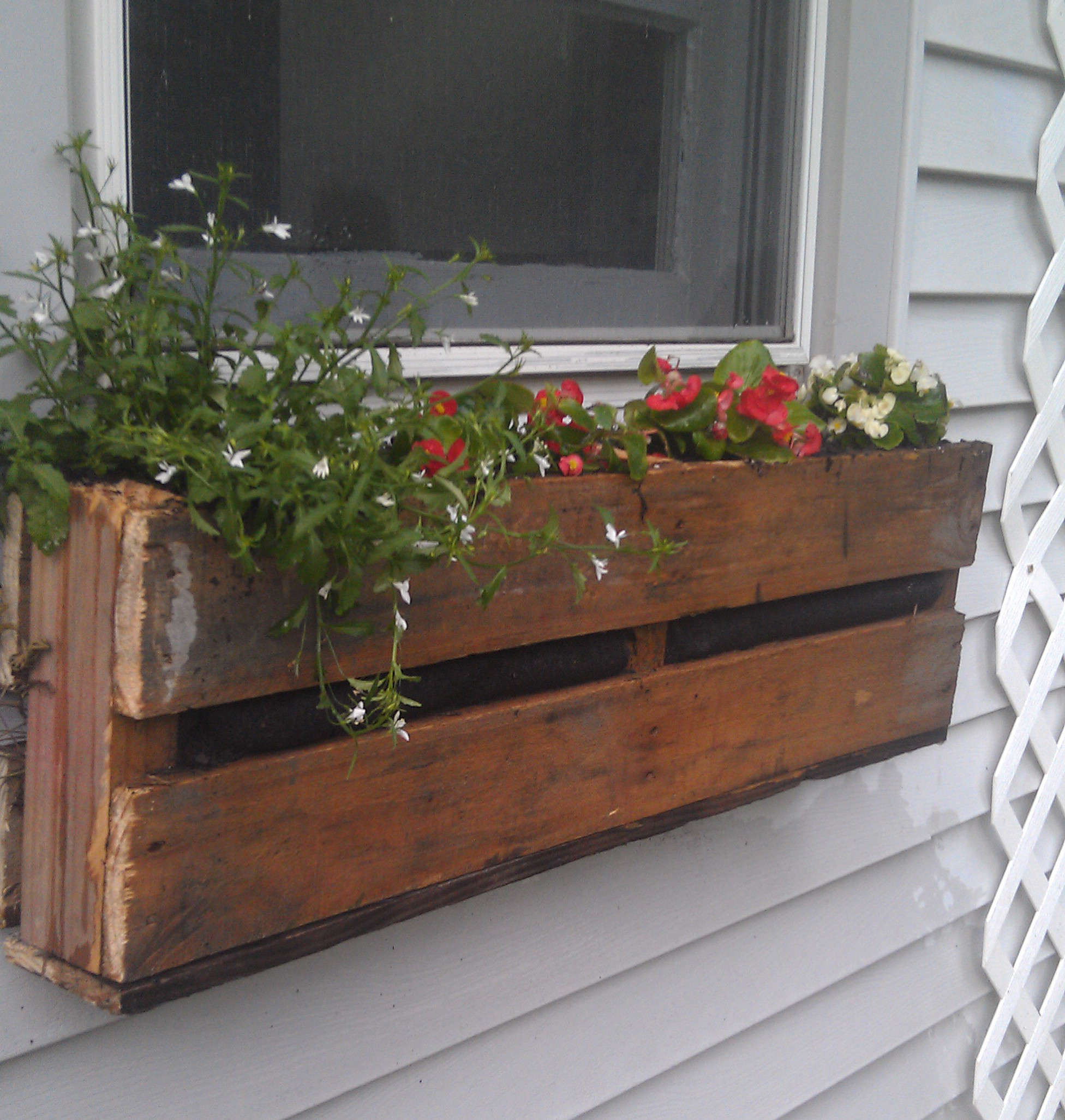 Best ideas about Window Flower Boxes DIY . Save or Pin Pallet Planter Now.