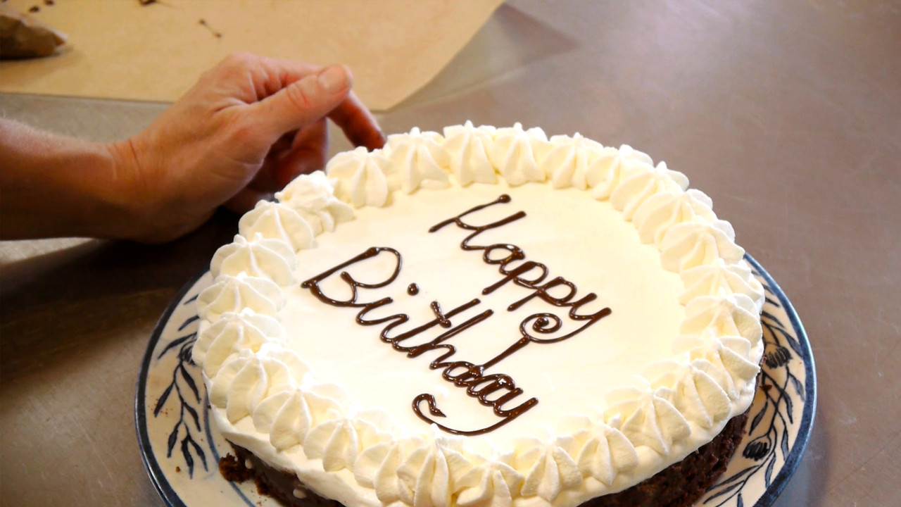 Best ideas about Write On Birthday Cake . Save or Pin How Can I Write Happy Birthday A Cake Without Icing Now.